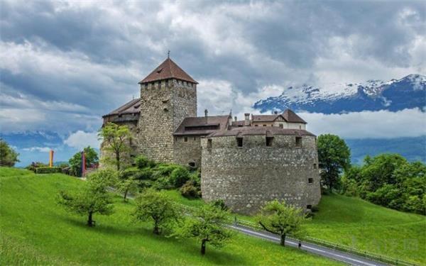 在欧洲中部有一个小国家,位于奥地利和瑞士之间,2011年4月决定将出租整个国家,每晚的租金是7万美元
