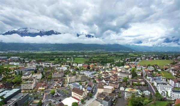 这个奇葩的国家就是列支敦士登,一个富有的袖珍小国,国土只有160平方公里,人口只有约4万,而人均GD
